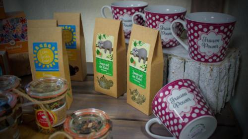 Geschenke im neuen Blütensprache Geschäft in Münster (Hessen)