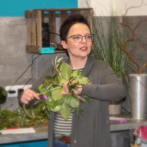 Inhaberin Carmen Fleckenstein bei der Arbeit im neunen Geschäft in Münster (Hessen)